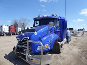 Mack CXU613 - Salvage 9207