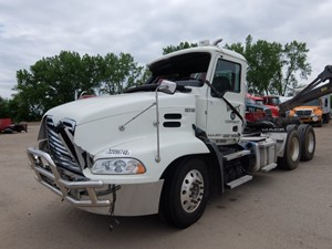 Mack CXU613 - Salvage 8195