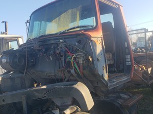 Ford L8000 - Salvage JF033